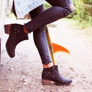 teva foxy black leather boot